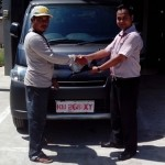 Foto Penyerahan Unit 6 Sales Marketing Mobil Dealer Daihatsu Bansir