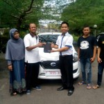 Foto Penyerahan Unit 6 Sales Marketing Mobil Dealer Datsun Jember Husein