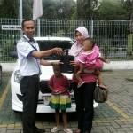 Foto Penyerahan Unit 6 Sales Marketing Mobil Dealer Datsun Probolinggo Andra