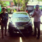Foto Penyerahan Unit 6 Sales Marketing Nissan Datsun Probolinggo Tomy