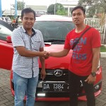 Foto Penyerahan Unit 7 Sales Marketing Mobil Dealer Daihatsu Auli