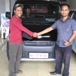 Foto Penyerahan Unit 7 Sales Marketing Mobil Dealer Daihatsu Bansir