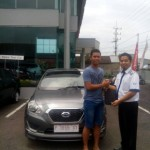 Foto Penyerahan Unit 7 Sales Marketing Mobil Dealer Datsun Jember Husein