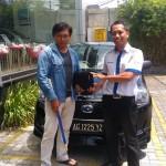 Foto Penyerahan Unit 7 Sales Marketing Mobil Dealer Datsun Kediri Ahmad
