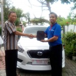Foto Penyerahan Unit 8 Sales Marketing Mobil Dealer Datsun Jember Husein