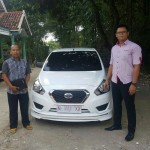 Foto Penyerahan Unit 8 Sales Marketing Nissan Datsun Probolinggo Tomy