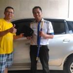 Foto Penyerahan Unit 9 Sales Marketing Mobil Dealer Datsun Kediri Ahmad