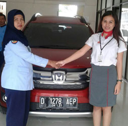 Sales Marketing Mobil Dealer Honda Subang Ina Anggraena