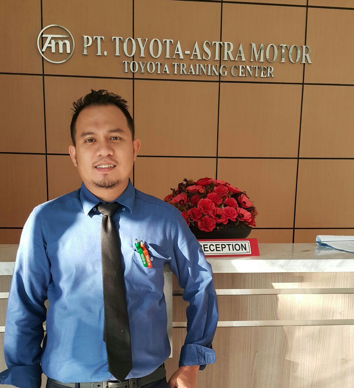 Sales Marketing Mobil Dealer Toyota Ketapang Pontianak Harun