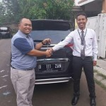 Foto Penyerahan Unit 1 Sales Marketing Mobil Dealer Honda Tomi