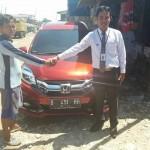 Foto Penyerahan Unit 3 Sales Marketing Mobil Dealer Honda Tomi
