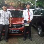 Foto Penyerahan Unit 4 Sales Marketing Mobil Dealer Honda Tomi