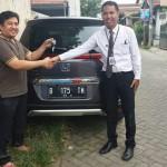 Foto Penyerahan Unit 6 Sales Marketing Mobil Dealer Honda Tomi