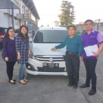 Foto Penyerahan Unit 4 Sales Marketing Mobil Dealer Suzuki Medan Philbert Lin