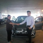 Foto Penyerahan Unit 5 Sales Marketing Mobil Dealer Suzuki Medan Philbert Lin