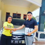Foto Penyerahan Unit 6 Sales Marketing Mobil Dealer Suzuki Medan Philbert Lin