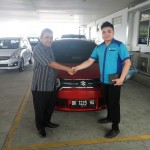 Foto Penyerahan Unit 9 Sales Marketing Mobil Dealer Suzuki Medan Philbert Lin