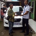 Foto Penyerahan Unit 1 Sales Marketing Mobil Dealer Datsun Karawang Erry