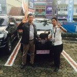 Foto Penyerahan Unit 1 Sales Marketing Mobil Dealer Daihatsu Jambi Firman