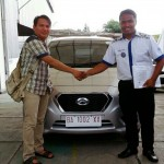 Foto Penyerahan Unit 1 Sales Marketing Mobil Dealer Datsun Farid