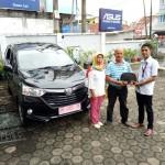 Foto Penyerahan Unit 18 Sales Marketing Mobil Daihatsu Jambi Firman