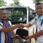 Foto Penyerahan Unit 2 Sales Marketing Mobil Dealer Daihatsu Pekanbaru Nandos
