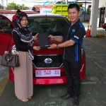 Foto Penyerahan Unit 2 Sales Marketing Mobil Dealer Datsun Pontianak Hendro