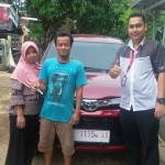 Foto Penyerahan Unit 2 Sales Marketing Mobil Dealer Toyota Indramayu Ryan