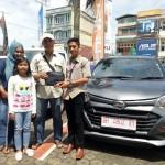 Foto Penyerahan Unit 23 Sales Marketing Mobil Dealer Daihatsu Jambi Firman