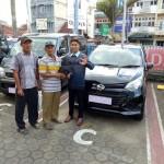 Foto Penyerahan Unit 25 Sales Marketing Mobil Dealer Daihatsu Jambi Firman