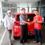 Foto Penyerahan Unit 27 Sales Marketing Toyota Atep