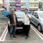 Foto Penyerahan Unit 3 Sales Marketing Mobil Dealer Daihatsu Jambi Firman