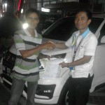 Foto Penyerahan Unit 3 Sales Marketing Mobil Dealer Daihatsu Pekanbaru Nandos