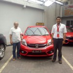 Foto Penyerahan Unit 3 Sales Marketing Mobil Dealer Honda Arif