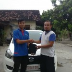Foto Penyerahan Unit 3 Sales Marketing Mobil Dealer Nissan Solo Sukses Cahyo