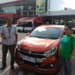 Foto Penyerahan Unit 4 Sales Marketing Mobil Daihatsu Medi