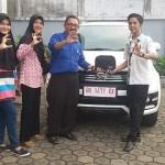 Foto Penyerahan Unit 4 Sales Marketing Mobil Dealer Daihatsu Jambi Firman