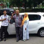 Foto Penyerahan Unit 4 Sales Marketing Mobil Dealer Nissan Solo Sukses Cahyo