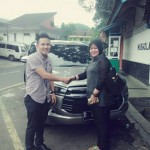 foto-penyerahan-unit-4-sales-marketing-mobil-dealer-toyota-garut-riki-wildani