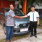 Foto Penyerahan Unit 6 Sales Marketing Mobil Dealer Datsun Pontianak Hendro