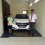 Foto Penyerahan Unit 6 Sales Marketing Mobil Dealer Honda Arif