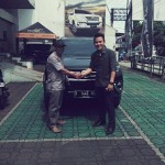 foto-penyerahan-unit-9-sales-marketing-mobil-dealer-toyota-garut-riki-wildani