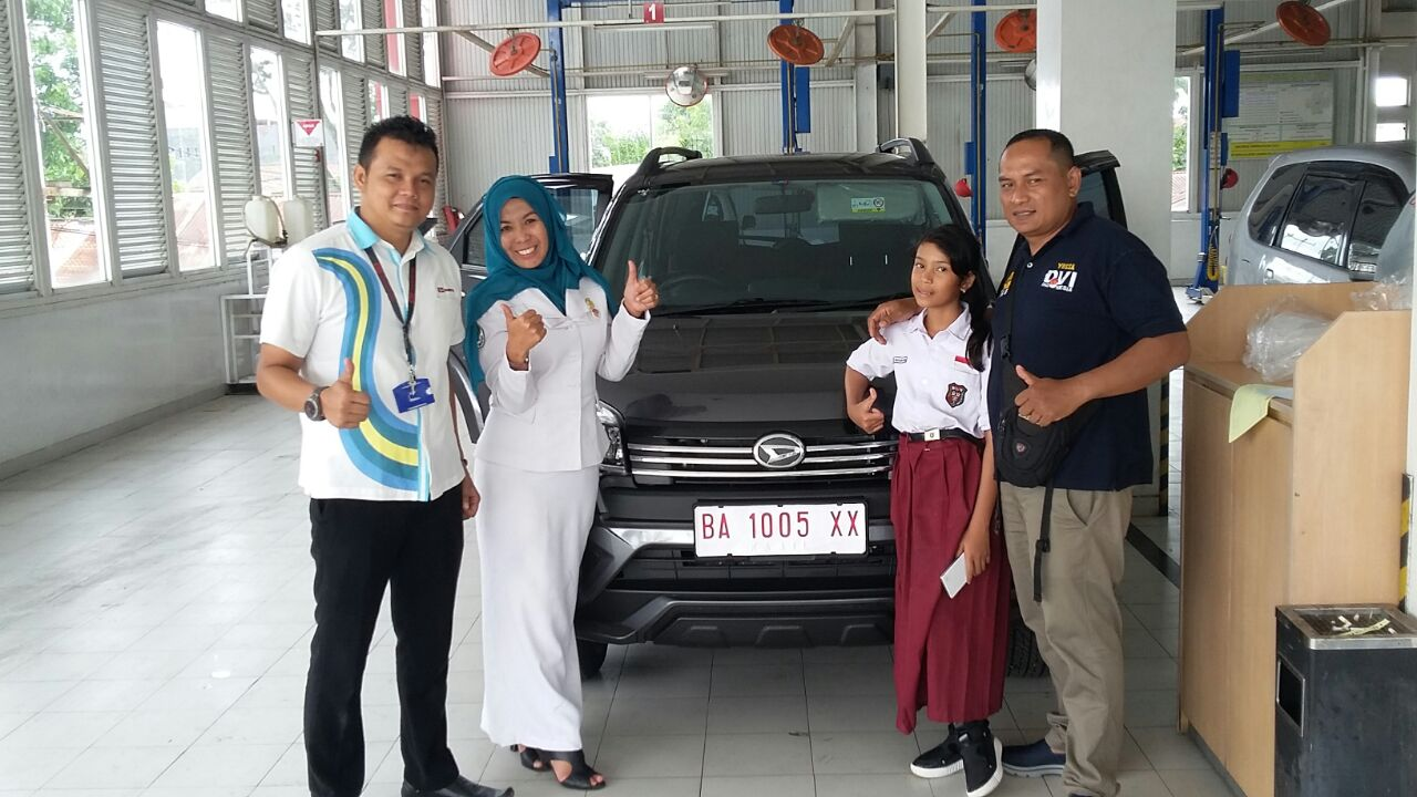 Sales Marketing Mobil Dealer Daihatsu Padang Yopi
