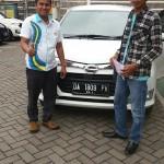 Foto Penyerahan Unit 1 Sales Marketing Mobil Dealer Daihatsu Banjarmasin Aulia