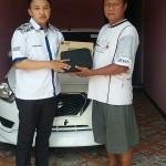 Foto Penyerahan Unit 1 Sales Marketing Mobil Dealer Datsun Adhitya