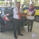 Foto Penyerahan Unit 1 Sales Marketing Mobil Dealer Honda Rizza
