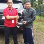 Foto Penyerahan Unit 15 Sales Marketing Mobil Dealer Datsun Purwakarta Yosi
