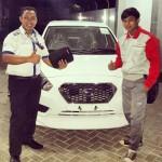 Foto Penyerahan Unit 16 Sales Marketing Mobil Dealer Datsun Purwakarta Yosi