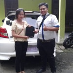 foto-penyerahan-unit-2-sales-marketing-mobil-dealer-daihatsu-purwokerto-erdi