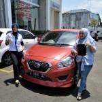 Foto Penyerahan Unit 2 Sales Marketing Mobil Dealer Datsun Tasikmalaya Vera
